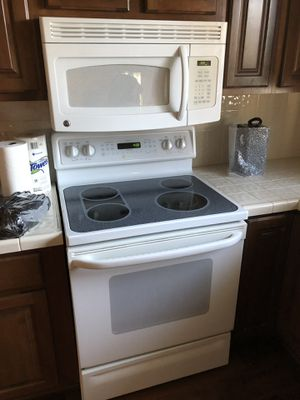 White kitchen appliance set for Sale in Las Vegas, NV
