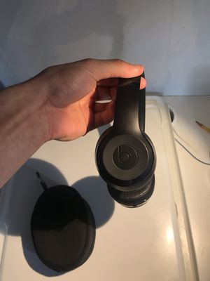 Beats solo 3 WIRELESS matte black limited edition for Sale in Falls Church, VA