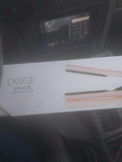 Lange Aplatir Hair Straightener for Sale in Dallas,  TX