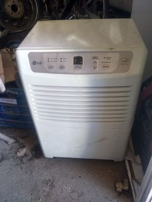 Dehumidifier,Lg,digital readout, untested. for Sale in Brown City, MI