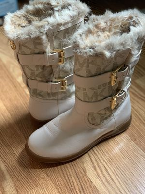 MICHAEL KORS BOOTS size 5.5 for Sale in Haverhill, MA