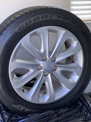 """85% Tread *RANGE ROVER 20"""" Tires and Rims* LIKE NEW for Sale in Charlotte, NC"""