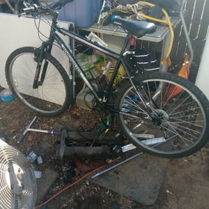 Mountain Bike For Parts Or Fix for Sale in Severn, MD
