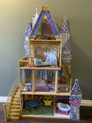 Disney Cinderella Princess Castle Doll House for Sale in Tigard, OR