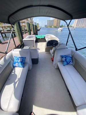 Pontoon boats and deck boats for Sale in Aventura, FL