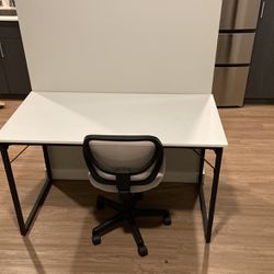 Desk and chair for Sale in Woodway,  WA
