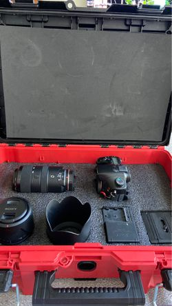 Sony A77 camera kit with 2 lenses and case for Sale in San Jose,  CA
