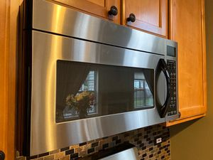 GE / Maytag microwave for Sale in Carpentersville, IL