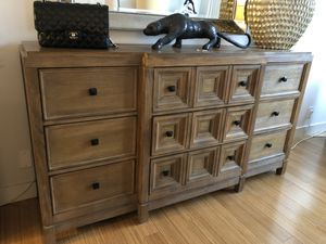 Beautiful Bedroom Set - Chest of Drawers & Two Matching Night Stands for Sale in Los Angeles, CA