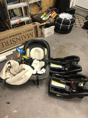 Graco snugride baby car seat with 2 bases and extras for Sale in Mount Sinai, NY