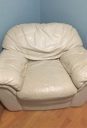 Cream colored couch for Sale in Perris, CA