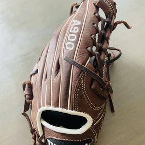 Wilson A900 11.75 Baseball Glove Right Hand Throw for Sale in Converse, TX