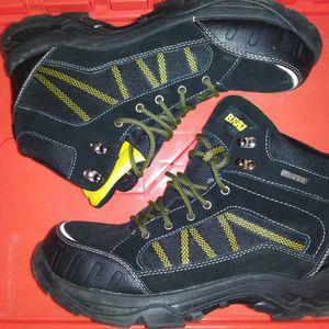 Steel Toe Boots Waterproof Size 11 for Sale in Smyrna, GA