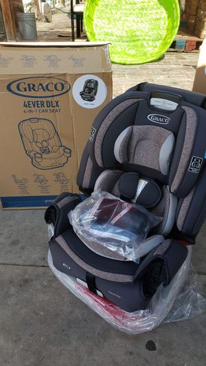 New 4ever car seat 10 years for Sale in Fontana, CA