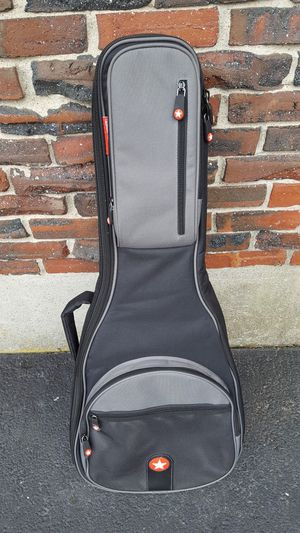 Guitar Soft Case with Lots of storage. Excellent Condition for Sale in Peabody, MA