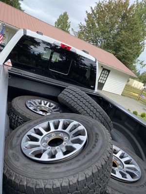 2020 f250 wheel and tire take offs 275/70r18 for Sale in Snohomish, WA