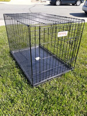 DOG CRATE MEDIUM for Sale in Beaumont, CA