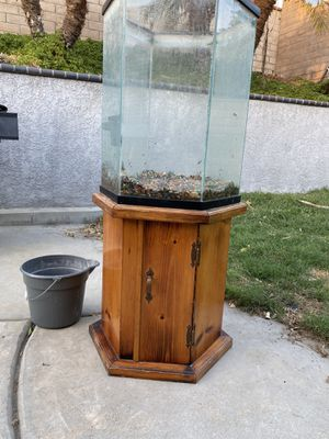 30 gallon hexagon fish tank and stand for Sale in Chino, CA