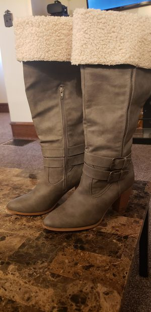 Knee high boots for Sale in South Williamsport, PA