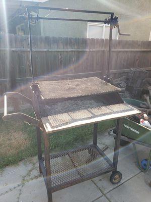Bbq grill. for Sale in Visalia, CA