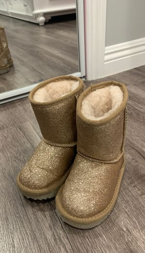 UGG boots size 6 toddler for Sale in Los Angeles, CA