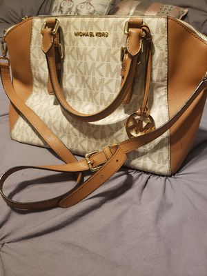 Authentic Micheal Kors Shoulder/Handbag for Sale in Powder Springs, GA