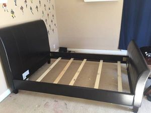 Used brown queen bed frame for Sale in Nashville, TN