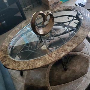 Round coffee table in goid condition for Sale in Madison Heights, MI