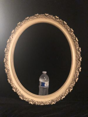 """Vintage Oval Frame 24""""x 20"""" for Sale in Placentia, CA"""