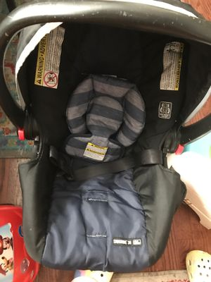 Graco (safety first) car seat and base for Sale in Chicago, IL