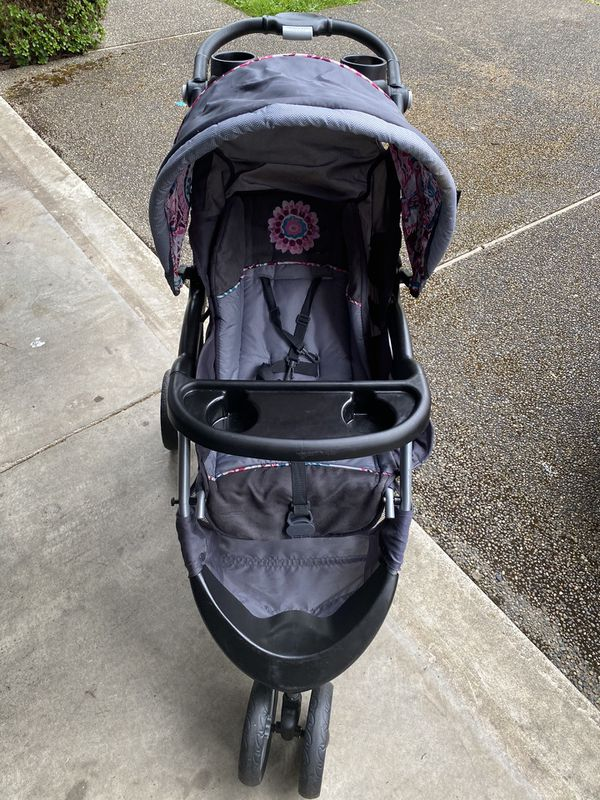 Graco car seat and stroller combo.
