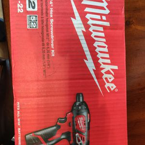 Milwaukee M12 Screwdriver Kit for Sale in Glen Carbon, IL