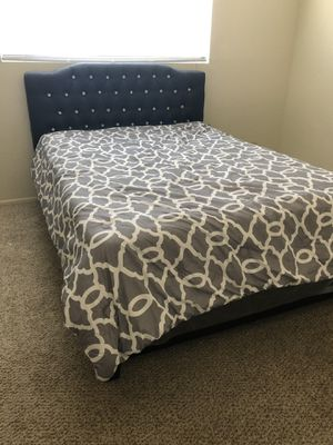 Complete Queen bed frame for Sale in Yuma, AZ