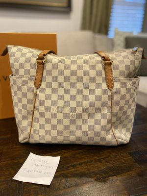 Louis Vuitton Totally MM Damien Azur for Sale in Topsfield, MA