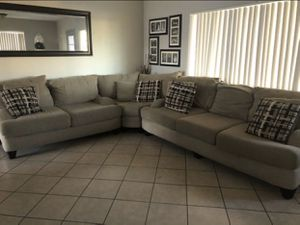 3 Piece Sectional for Sale in Garden Grove, CA