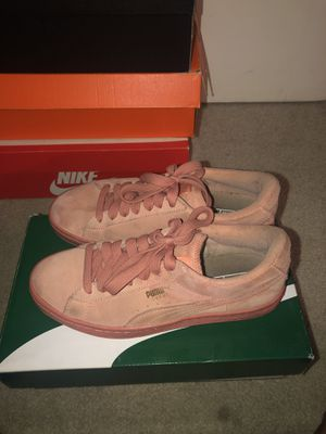 pumas women size 6 for Sale in Las Vegas, NV