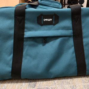 Oakley Duffle Bag 50L for Sale in Anaheim, CA