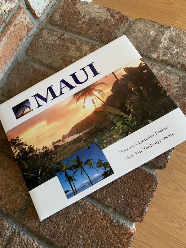 Maui Hawaii Travel Book with 5 Free Postcards