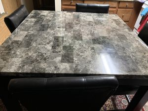 dining room table with 4 chairs for Sale in Kirkland, WA