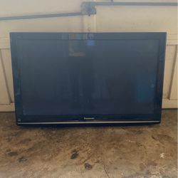 40in Panasonic TV w/ Mounting Bracket (Needs power cord!!!) for Sale in Stone Mountain,  GA