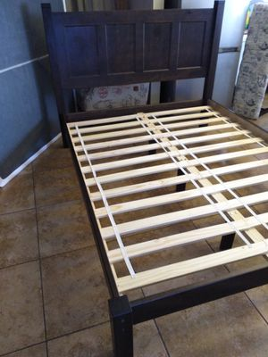 Like new Queen bed frame for Sale in El Paso, TX