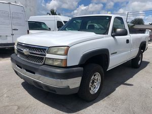 Chevrolet Silverado 2500hd for Sale in Hollywood, FL