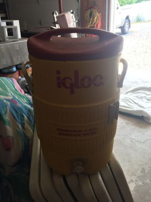 Igloo cooler for Sale in Ambridge, PA