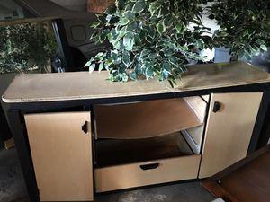 Dresser and mirror for Sale in Detroit, MI