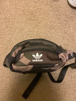 Adidas Originals fanny pack waist bag for Sale in Portland,  OR