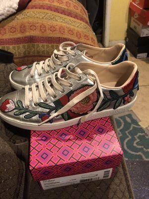 Tenis GUCCI. Semi nuevos size 8 $99 for Sale in San Bernardino, CA