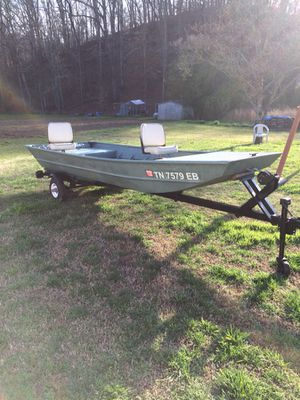 14 foot jon boat and trailer for Sale in Duffield, VA