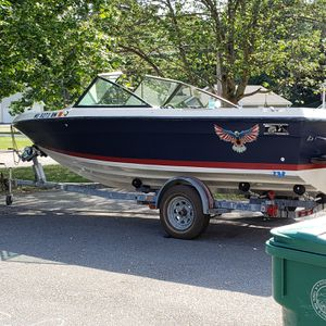 1988 Chaparral 198 bow-rider V6 boat for Sale in Fitchburg, MA