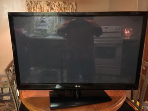 42 inch LG tv for Sale in Clarksdale, MS