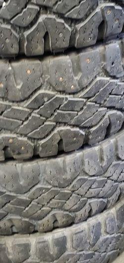 275/65r20 Goodyear Tires En Exelentes Condiciones De Vida 4 for Sale in Lakewood,  CA